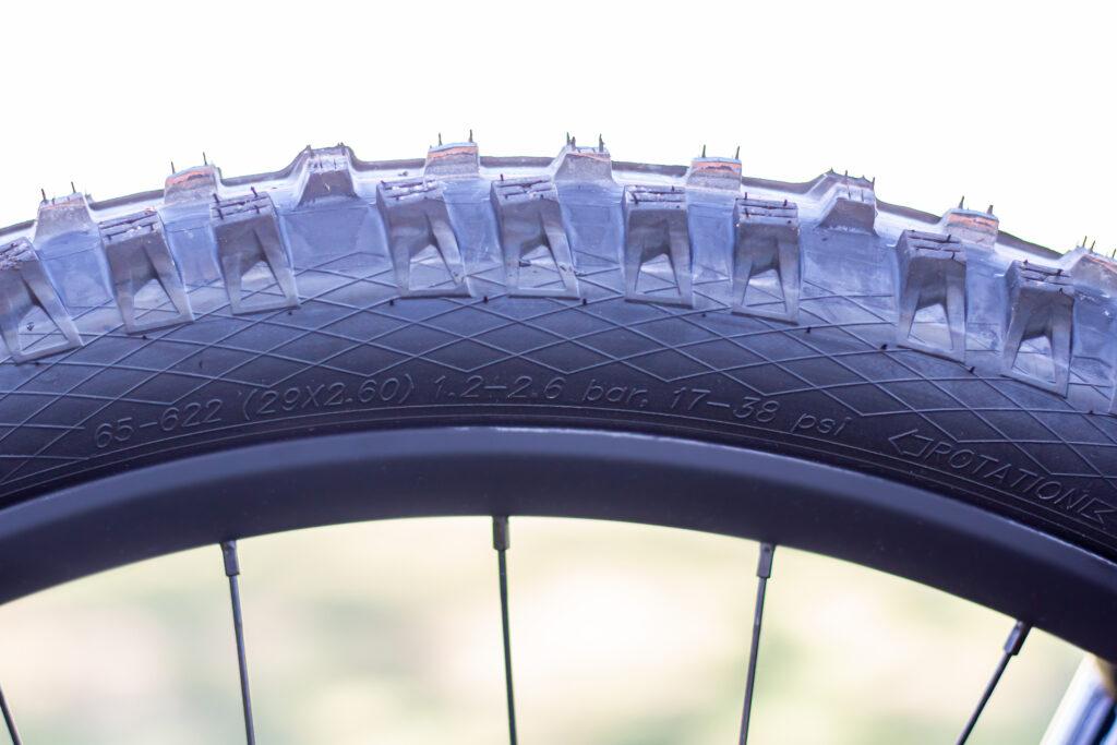 Folgende Werte findest Du an jedem Reifenmantel: