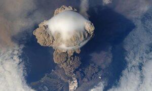 Blog Indonesien Vulkan 300x180 - Eine Zeitreise auf zwei Rädern …