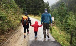 Blog Walk Family 300x180 - Eine Zeitreise auf zwei Rädern …