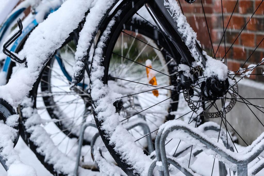 Blog Winter2 1024x682 - 4 Tipps: Was du als E-Biker*in im Winter unbedingt beachten solltest
