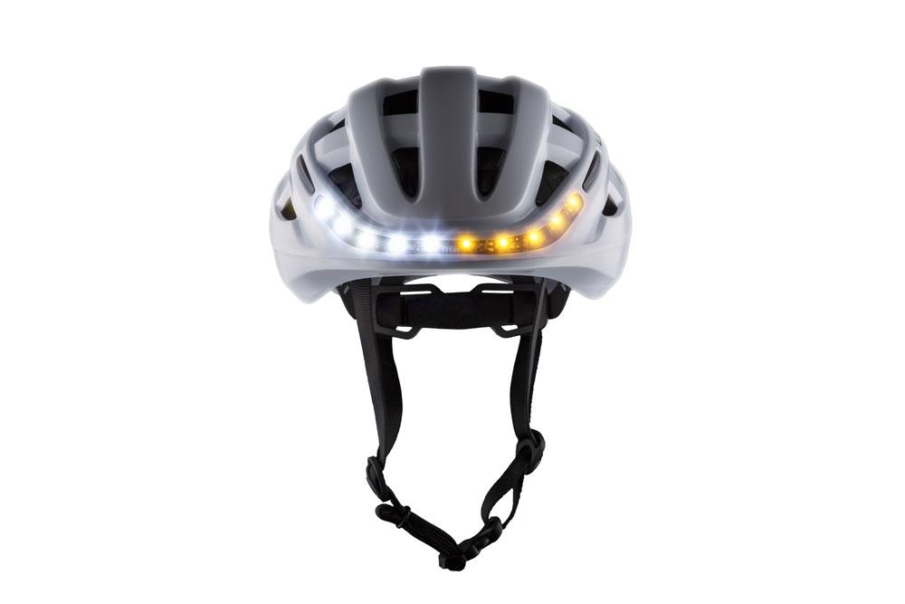 Lumoswhite1 - Lumos Kickstart Fahrradhelm - Er blinkt und hat Bluetooth