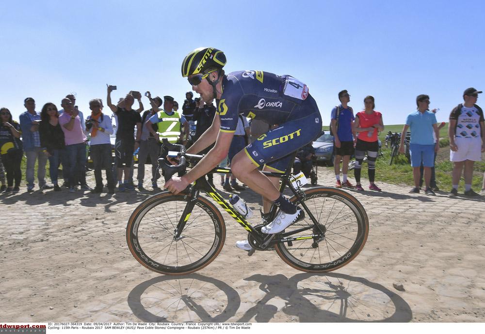 Orica Scott Bild 1 - Das Team Orica-Scott am Start der Tour de France