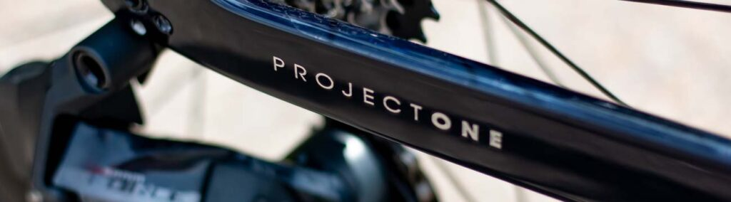 Der Project One Schriftzug an der Kettenstrebe